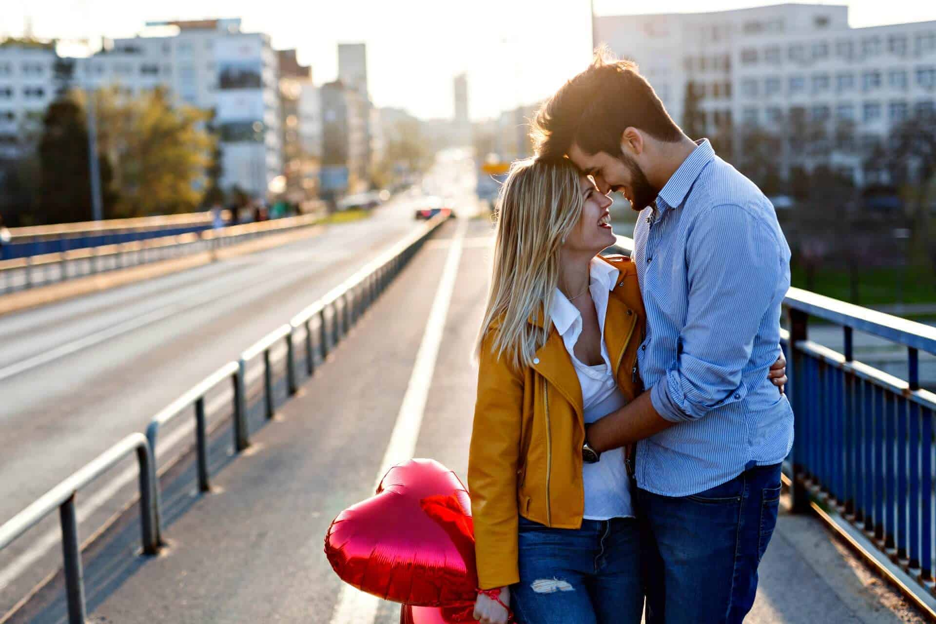 How To Be The Best Boyfriend?? 50 Tips Make Your Girlfriend Feel Special